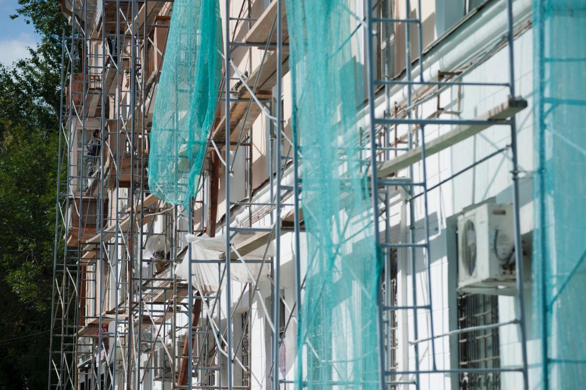 В столице Пермского края продолжается капитальный ремонт жилых домов.
